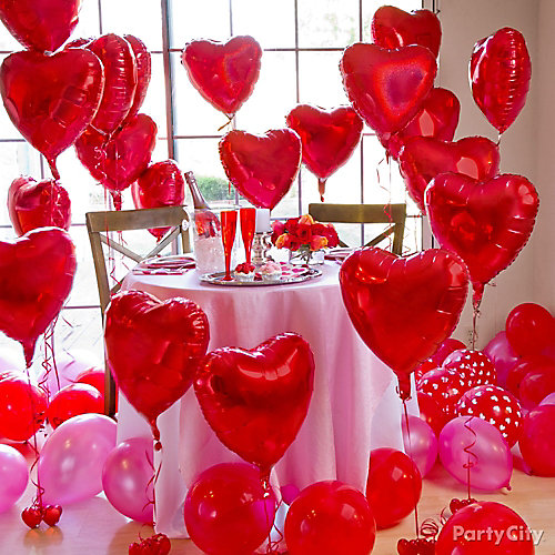 Red heart balloon forest idea valentines day balloon for Room decor ideas for valentines day
