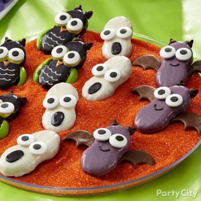 Friendly Owl, Ghost & Bat Cookie Display Idea