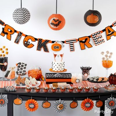 Modern Halloween Sweets Table Idea