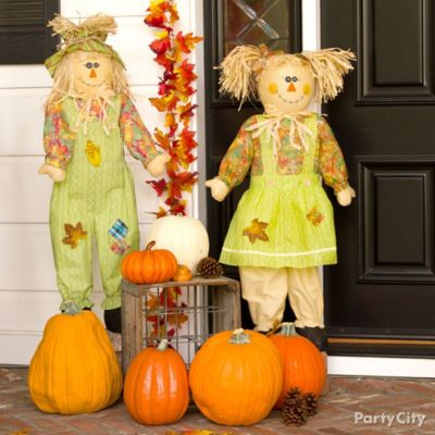 Scarecrow Porch Decorating Idea