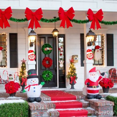 Friendly Christmas Outdoor Decorating Idea
