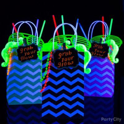Black Light Beer Pong Party Idea Black Light Party Ideas