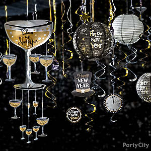 Glam NYE Decor Idea
