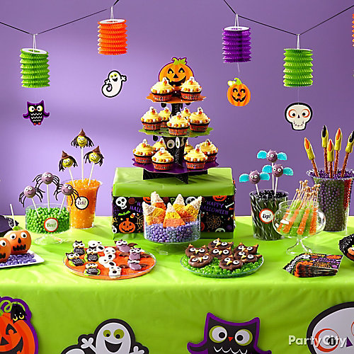 Friendly Halloween Sweets Table Idea